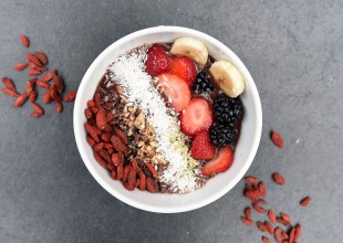 Smoothie bowl z jagodami goji