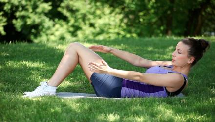 Trening kształtujący mieśnie brzucha
