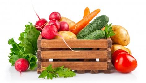 Dlaczego warto jeść sezonowe, lokalne owoce i warzywa?
