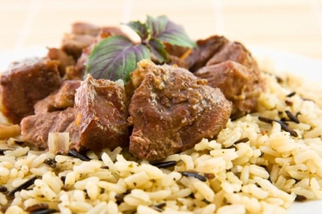 Gotowana wołowina z ryżem brązowym, surówka z selera