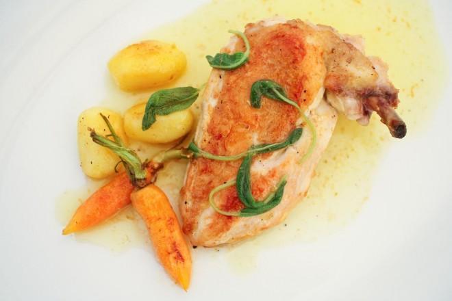 Pieczone udko kurczaka z ziemniakami i fasolką szparagową