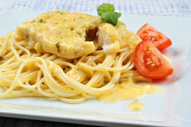Spaghetti z dorszem i pomidorkami koktajlowymi