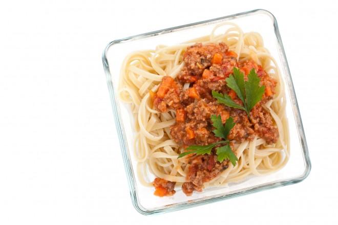 Spaghetti pełnoziarniste z mięsem mielonym i pomidorami
