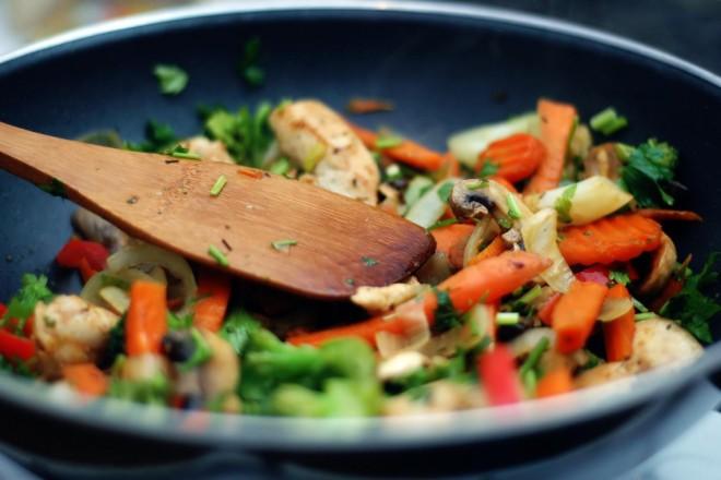 Makaron sojowy z tofu i warzywami