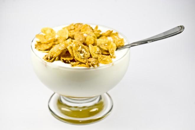 Chrupki kukurydziane, jogurt
