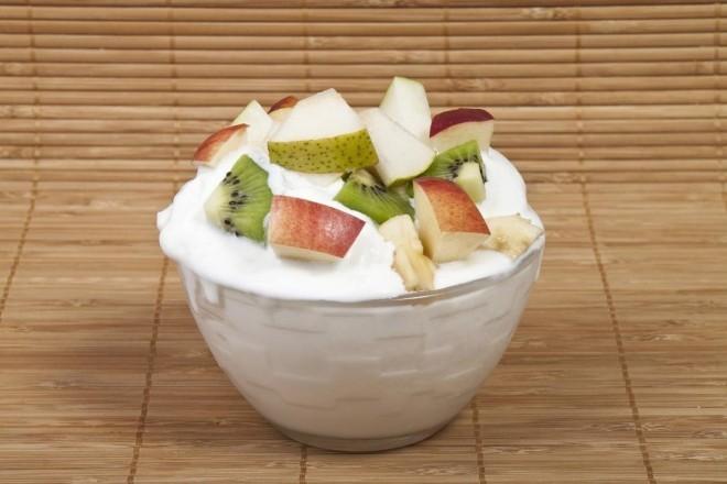 Serek twarogowy ziarnisty  z kiwi i jabłkem